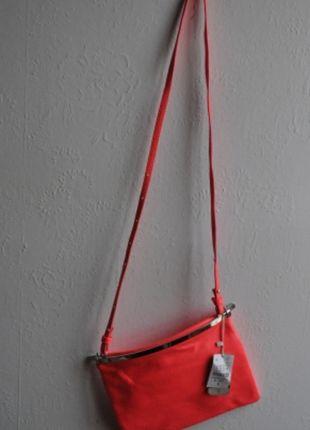 Pochette bershka rose fluo neuve   Vinted   Pinterest   Pochette ... 2d222372471