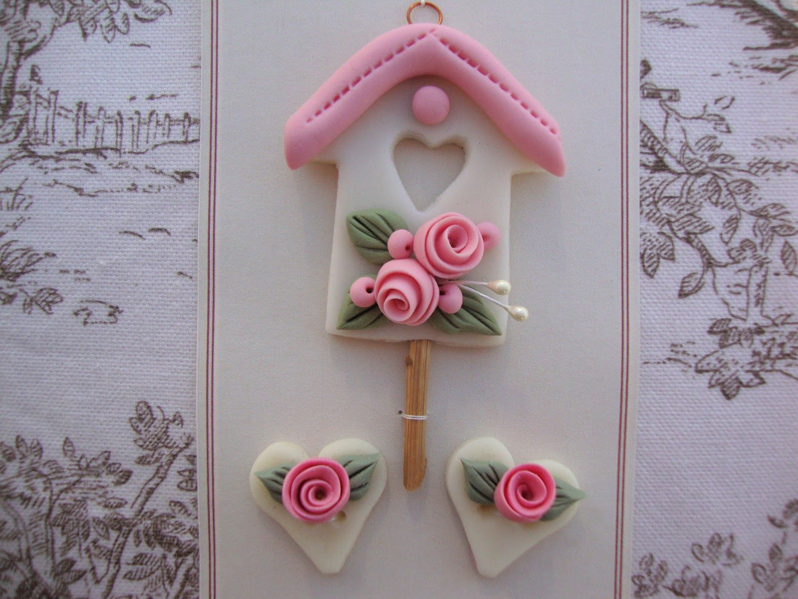 Ciondolo casetta con rose