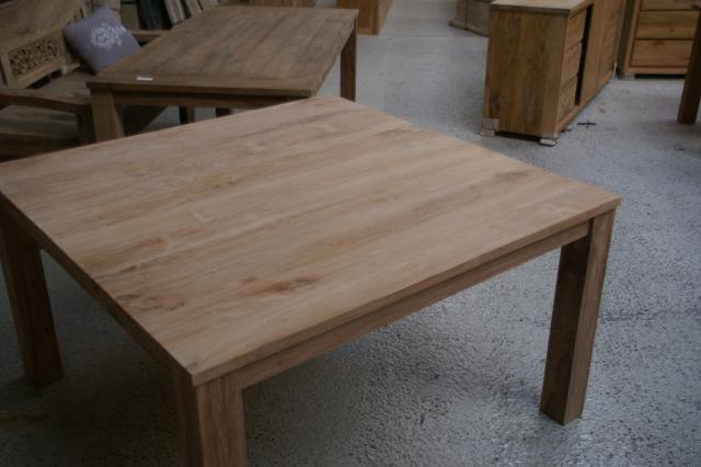 10x Vierkante Eettafel : Vierkante eettafel zowel in gladde teak als wel geborsteld met een