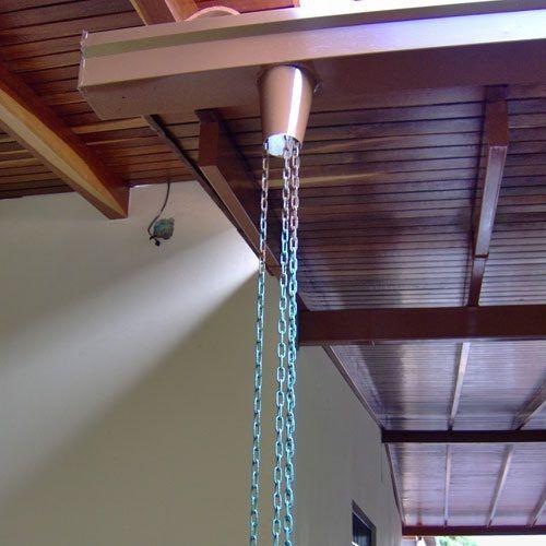 Para la ca da de agua en las canaletas sencillas cadenas - Canaletas para agua ...
