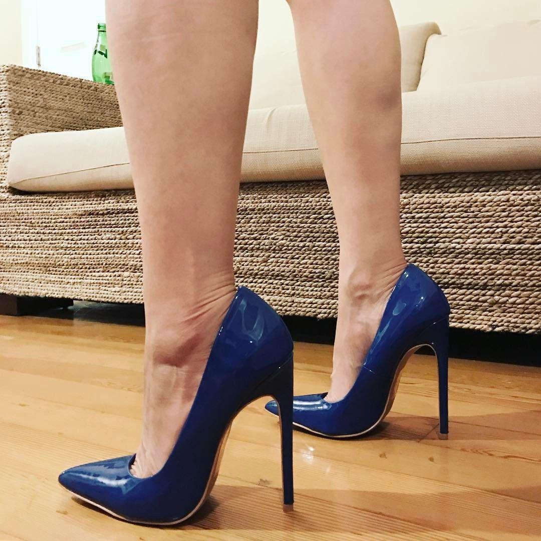 88c6abc31dd Blue pointed toe pumps. Stilettos. Tacchi Close-Up  Shoes  Tacones ...