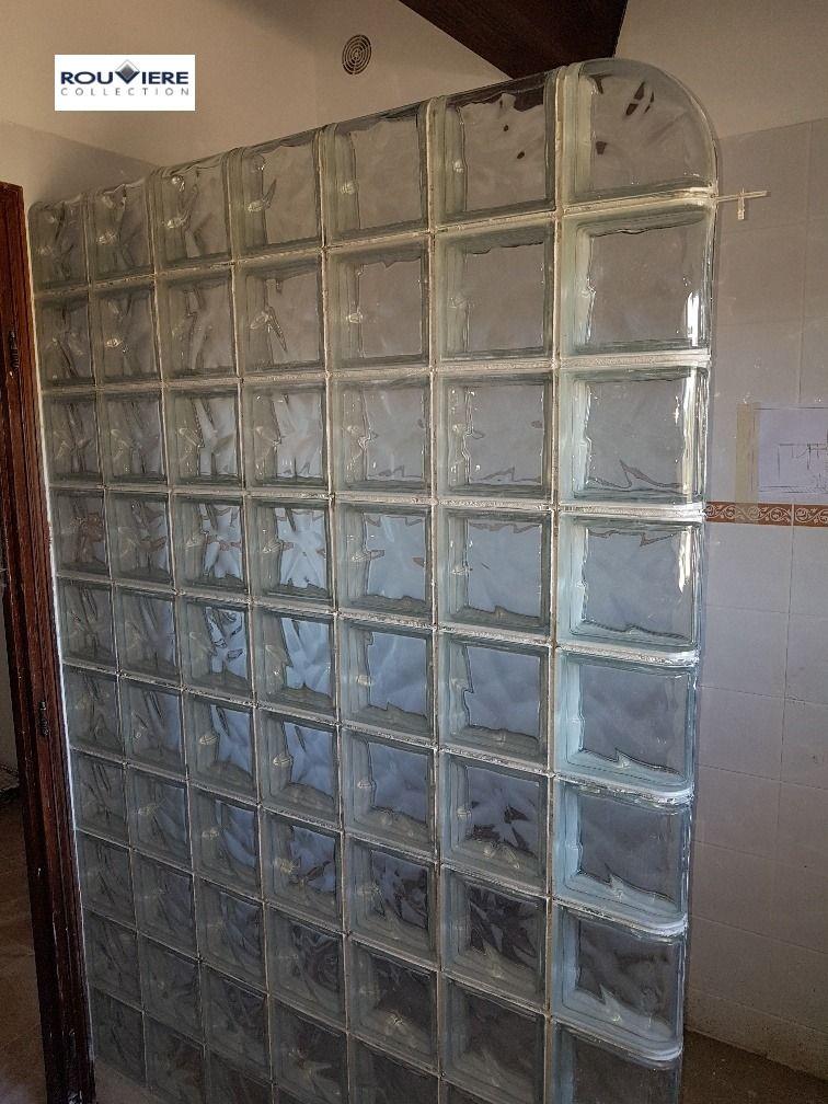 Paroi De Douche Toute Simple Avec Des Briques De Verre Incolores