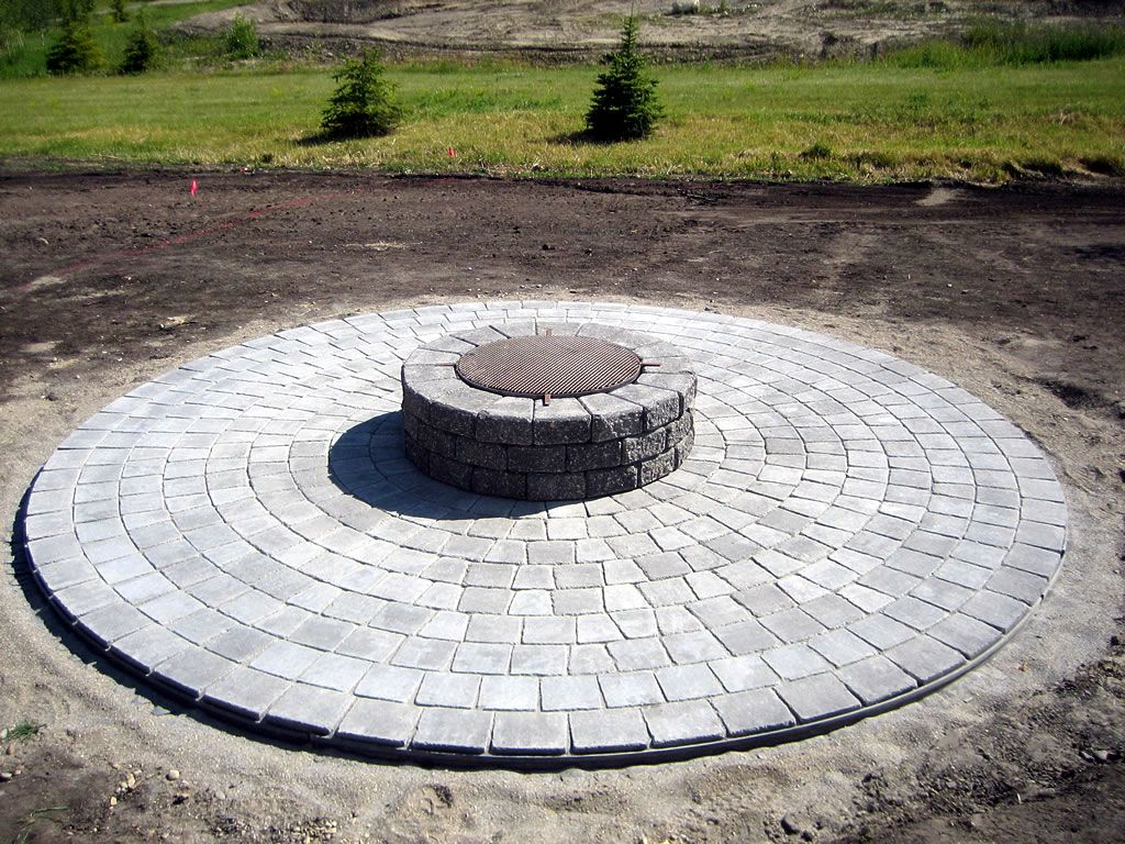 Basic Circle Patio And Firepit Circle Patio Hardscape Paver Patio