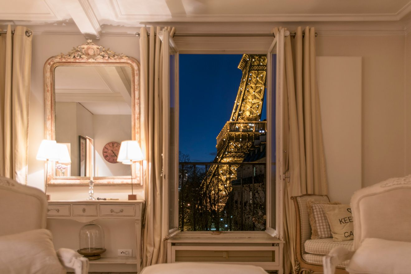 Saint Emilon: Rent Our Beautiful 2 Bedroom Apartment With An Eiffel Tower  View