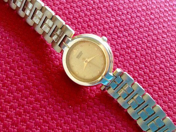 Seiko Vintage Women S Watch Classic Style Watch 1980s Vintage Watches Women Womens Watches Bracelet Watch