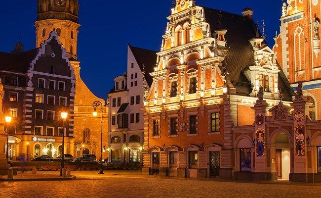 latvia-riga-old-town-square.jpg