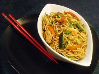 Nouilles Chinoises Au Poulet Aux Petits Légumes Recette De Plat Nouilles Chinoises Nouilles