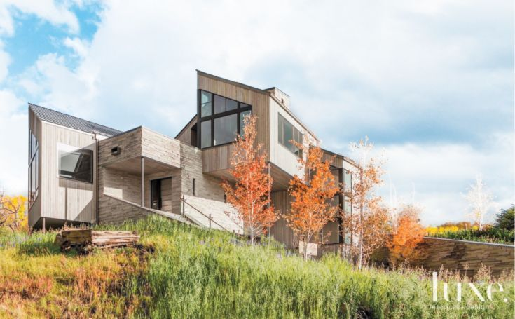 Modern Mountain Structure Utilizing Limestone and Cedar Elements