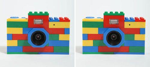 Häuser. Schiffe. Autos. Türme. Schlösser. Giraffen. Pyramiden. Raketen. Flugzeuge. Ein Sack voll bunter Legosteine hat seine ganz eigene Magie, die wahrscheinlich jedes Kind dazu bewegen seine kleine eigene Welt zum Leben zu erwecken. Die Große ist ja auch kompliziert genug.