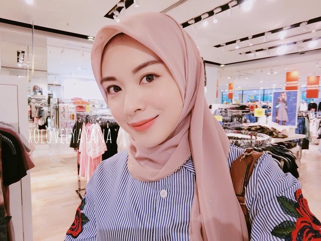 180 2k Likes 3 540 Comments Ayana Jihye Moon Xolovelyayana On Instagram Salam Dari Jogja I M Spending Qu Model Pakaian Hijab Selendang Model Pakaian