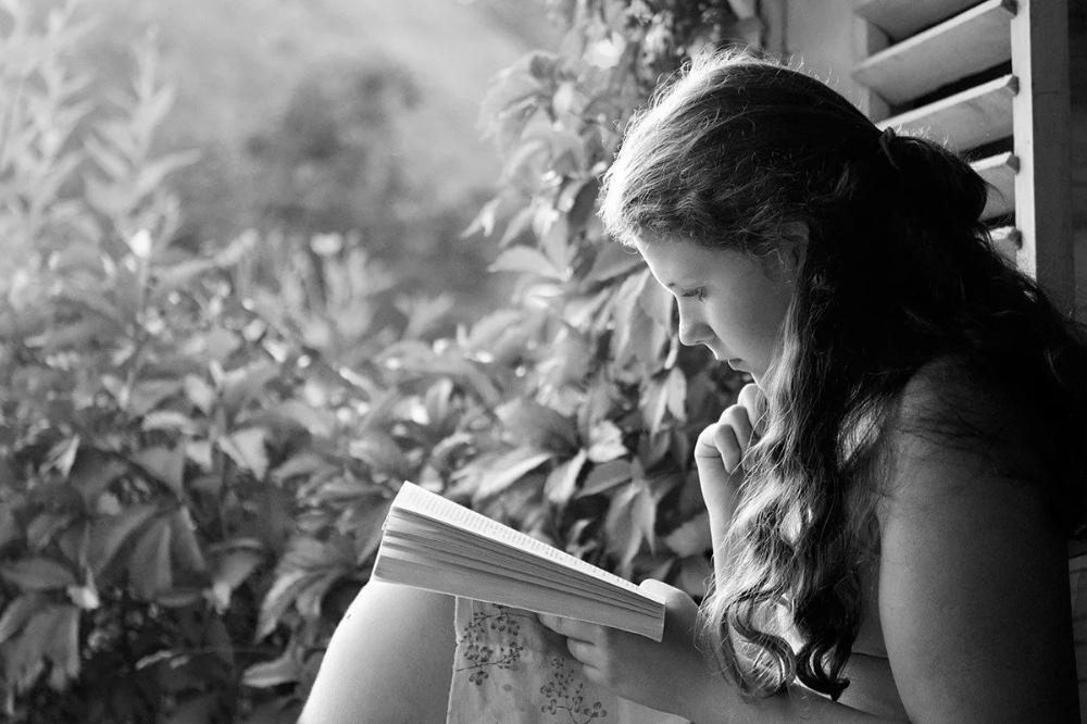 девушки за книгами черно-белые фото: 8 тыс изображений ...