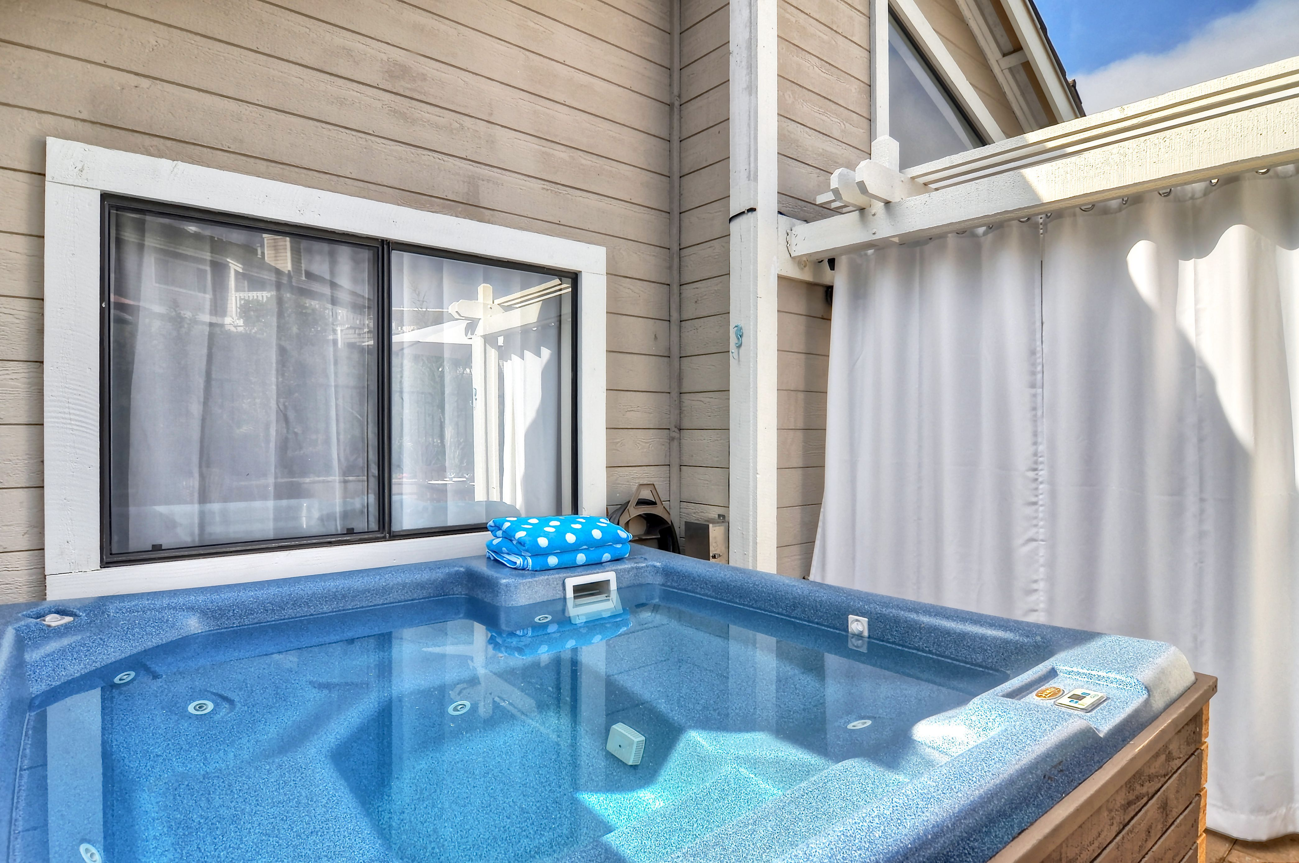 Beachville, vacation home with private hot tub, multiple community ...