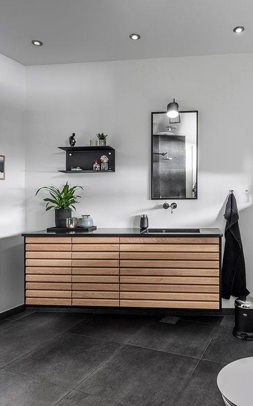 M-line badeværelse - rene linjer i massiv træ | Tvis Køkkener