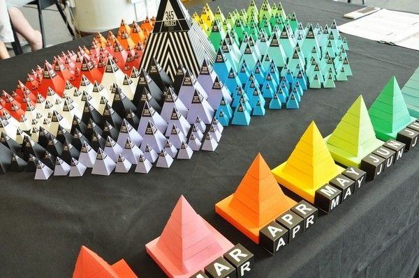Project 365 // 3D Infographic installation 365 Pyramids by Lemongraphic , via Behance