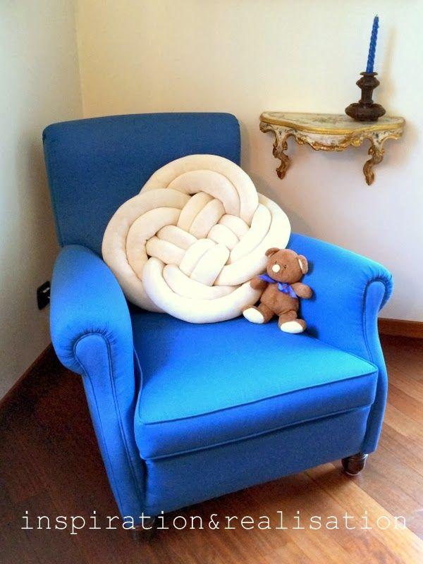 DIY: tubular machine knitting... and a knot pillow