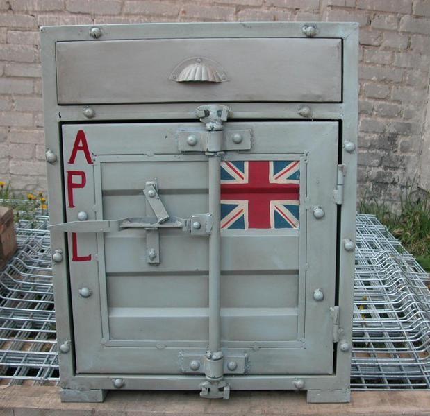 Beistellschrank im Containerlook,der Container für den Wohnbereich,Büro oder auch für Deine Schätze,stapelbar,verschließbar,einfach schick.Die Türen l