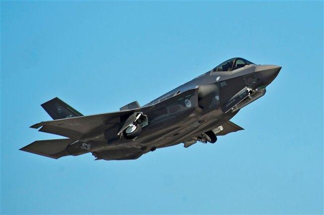 Caça mais avançado do mundo derrotado por avião dos anos 70