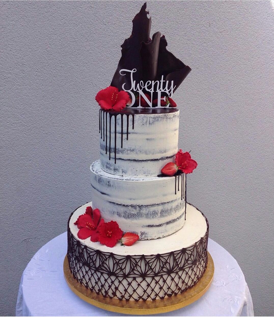 Épinglé par Leticia Martinez sur POLYNESIAN DESIGN CAKE