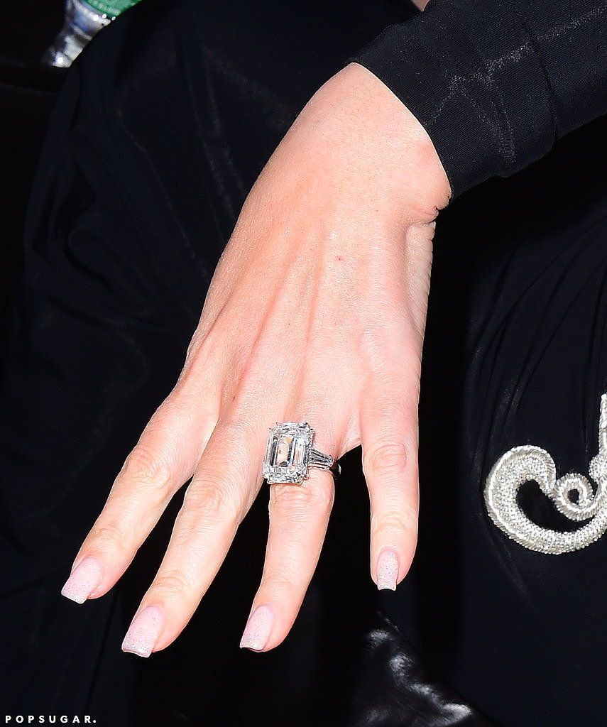 See Photos Of Mariah Carey S Blindingly Gorgeous 35 Carat Engagement Ring Best Engagement Rings Celebrity Engagement Rings Mariah Carey Engagement Ring