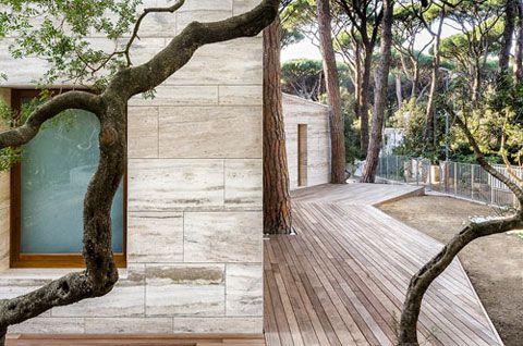 Massimo Fiorido Summer House: Travertine Trend | Busyboo Design Blog