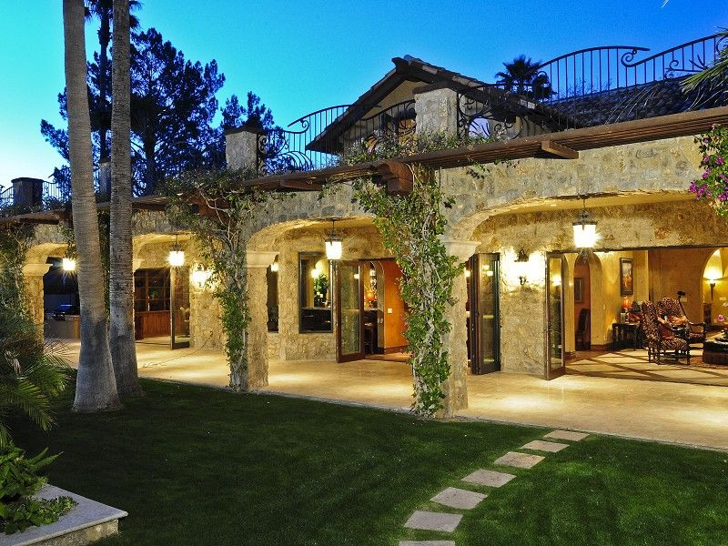 Estate Grounds With Lush Landscaping And Generous Patio Space Paradise Valley Arizona Outdoor Kitchen Patio Patio Spaces Outdoor Living