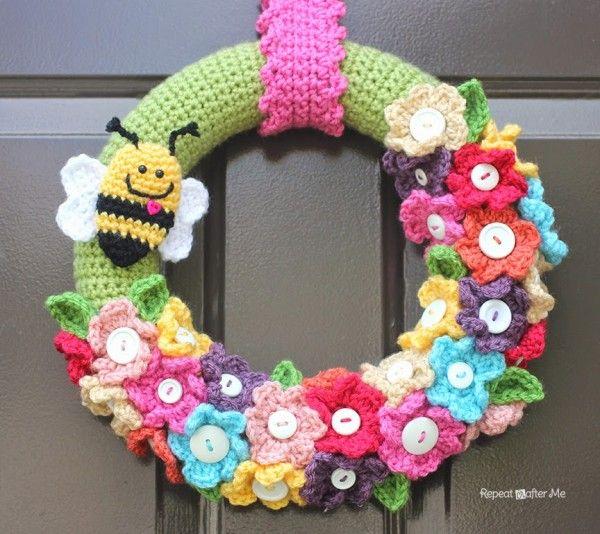 Crochet spring wreath free pattern @repeatcrafterme   Türkranz ...