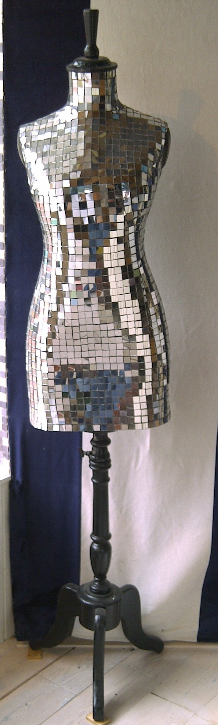 Een oude paspop van marktplaats beplakt met spiegel for Marktplaats spiegel