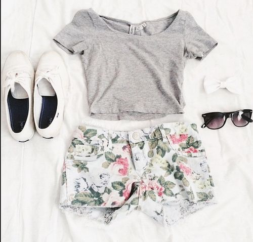 Gray Shirt And Floral Shorts With White Vans Summer Fashion Outfits Tween Fashion Tumblr Summer Outfits