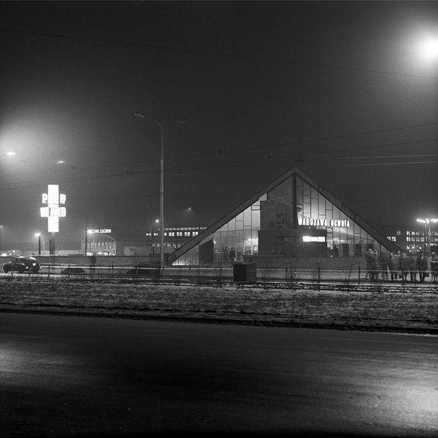 Spacja PKP Warszawa Ochota sfotografowana przez Tadeusza Sumińskiego, lata 60.