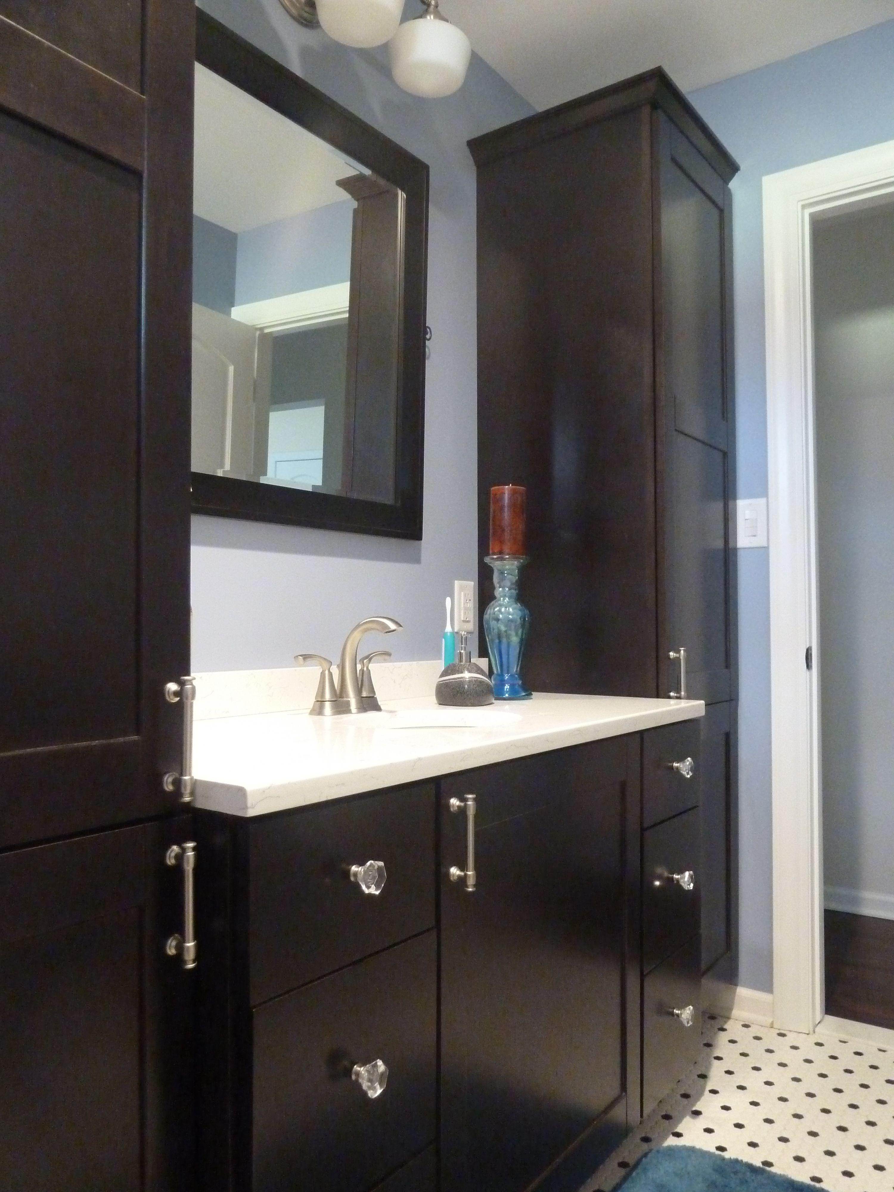 Bridgewood Custom Cabinets Tescott Door/ Full Overlay Espresso Stain  Wilsonart Haida Quartz Counter Top Shaker