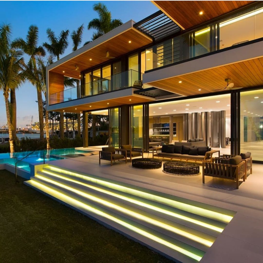 Modern Miami Beach Estate Absolute Waterfront With An Asking Price Of 22 5million Would You Live Here Waterfront Homes Modern Miami Luxury Homes
