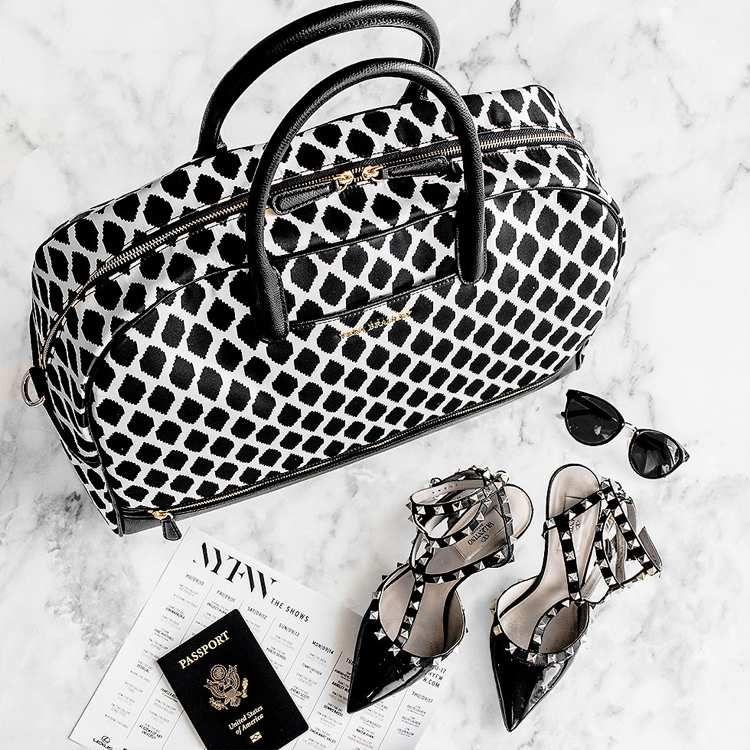 stilvolle Accessoires mit Ethno Flair - Ikat Muster in Schwarz-Weiß