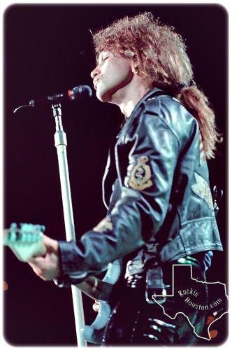 Jon Bon Jovi ponytail alert!!!!! <3<3<3<3<3