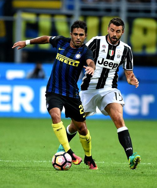(L-R) Eder of FC Internazionale competes for the ball with Andrea Barzagli of…
