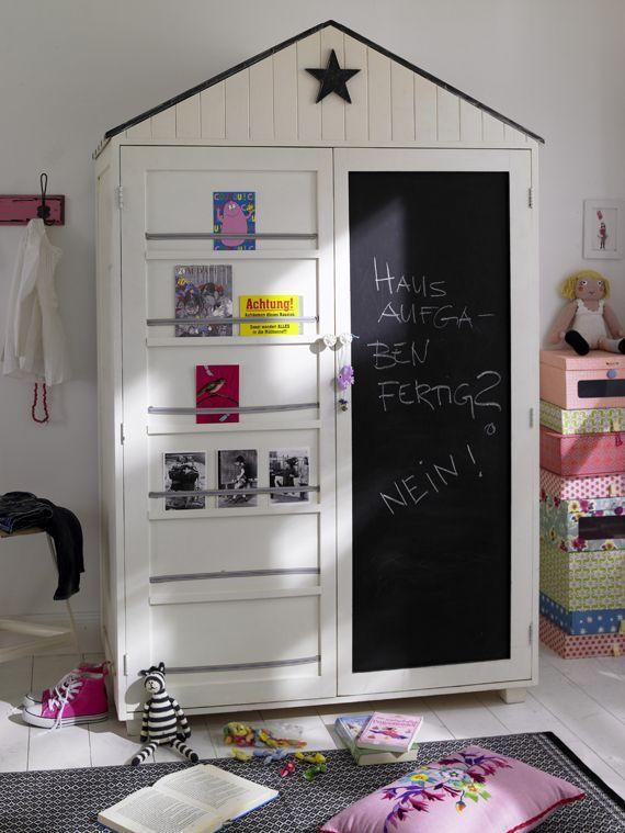 Kleiderschrank für das Kinderzimmer mit Tafel und Bücherregal ...