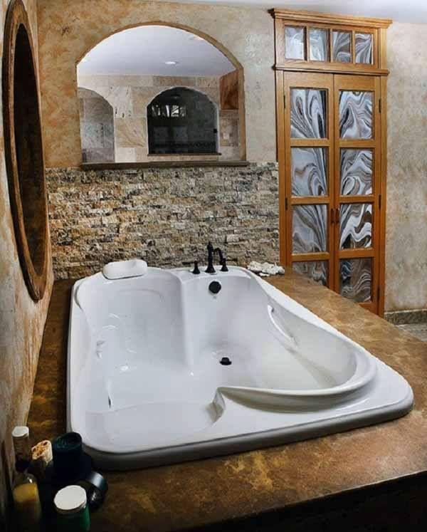 Her and his tub. Oooo I want!!