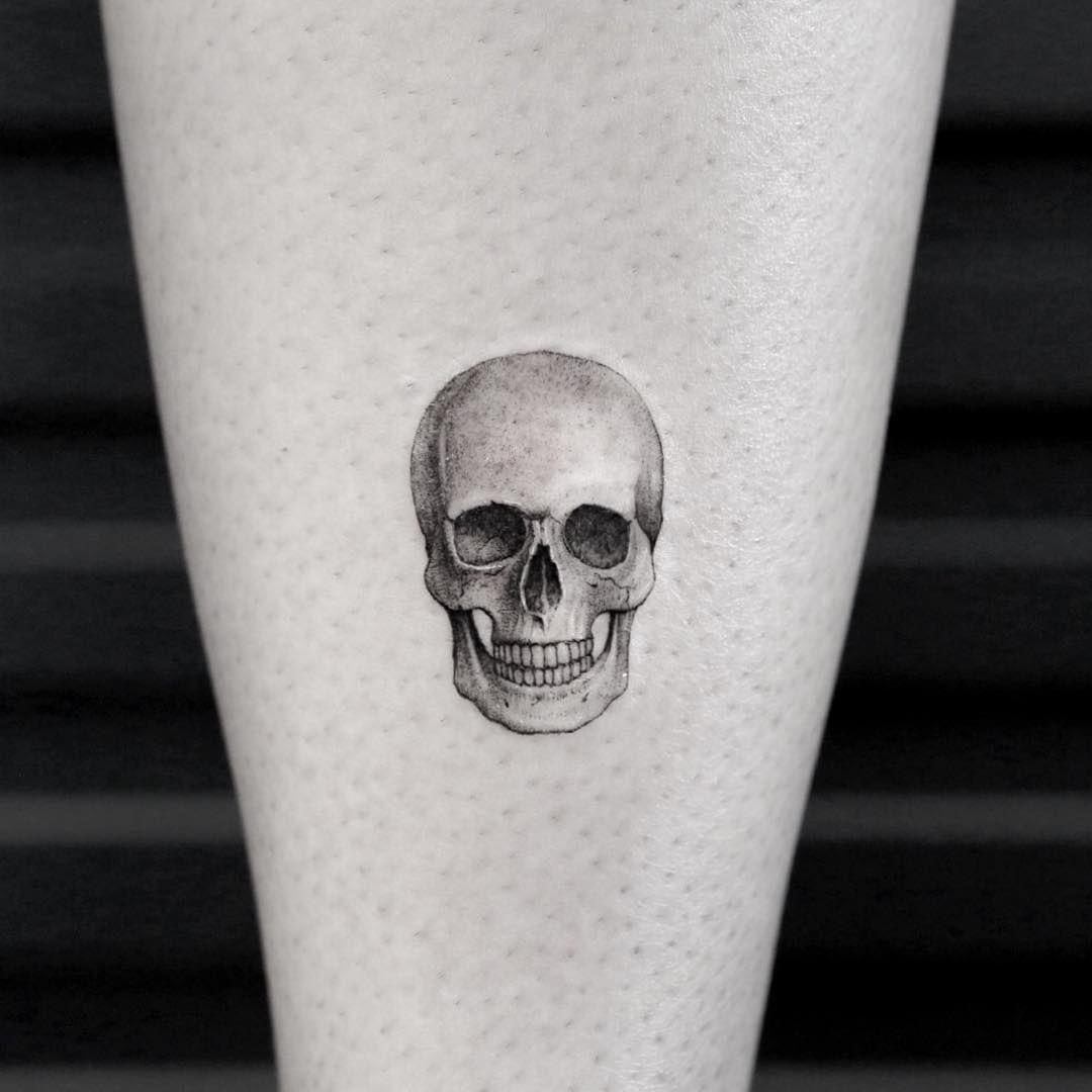 Instagram Tatuaje De Calavera Pequeno Calaberas Tattoo Calaveras Tatuajes