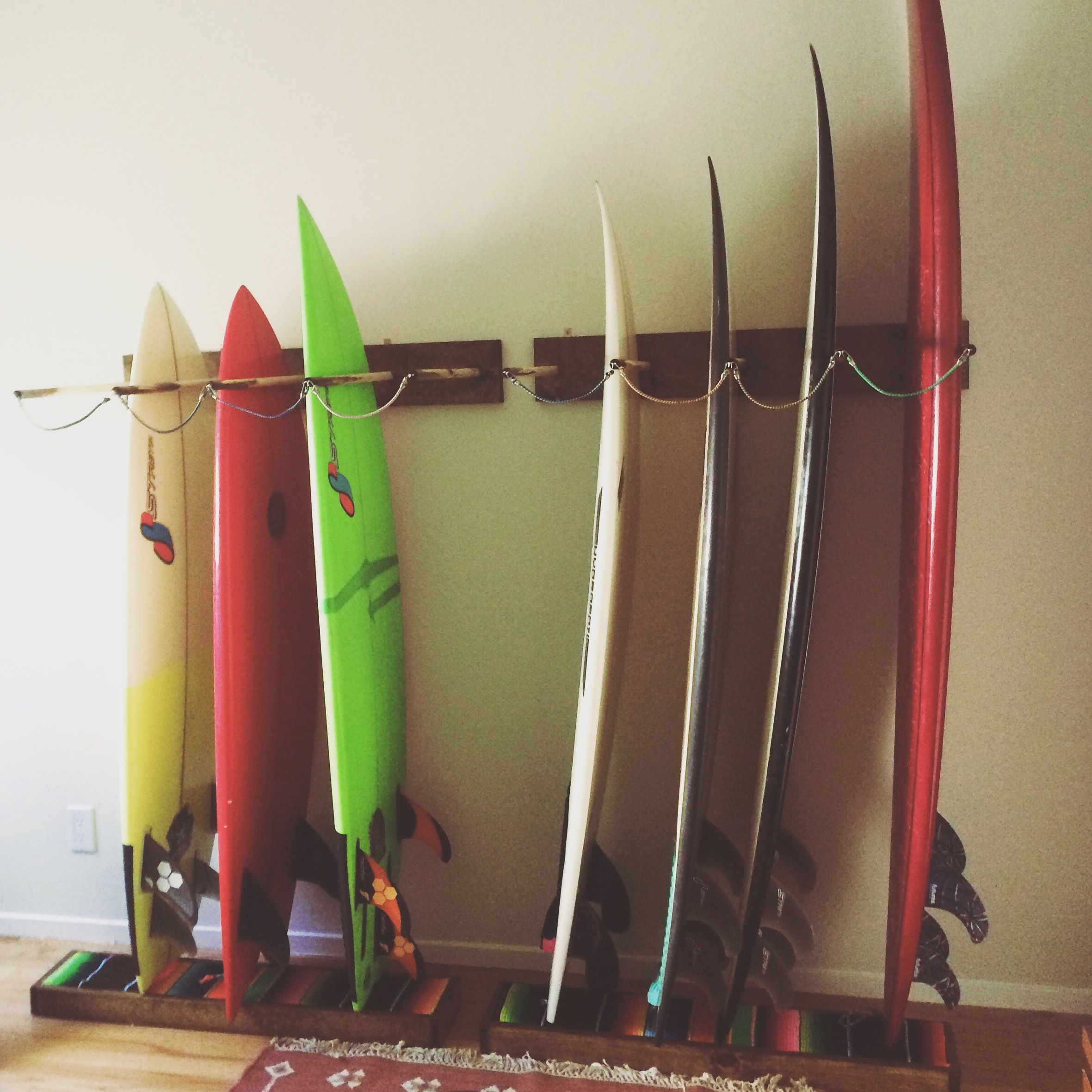 Diy surfboard rack diy pinterest rangement jardin for Rack rangement garage