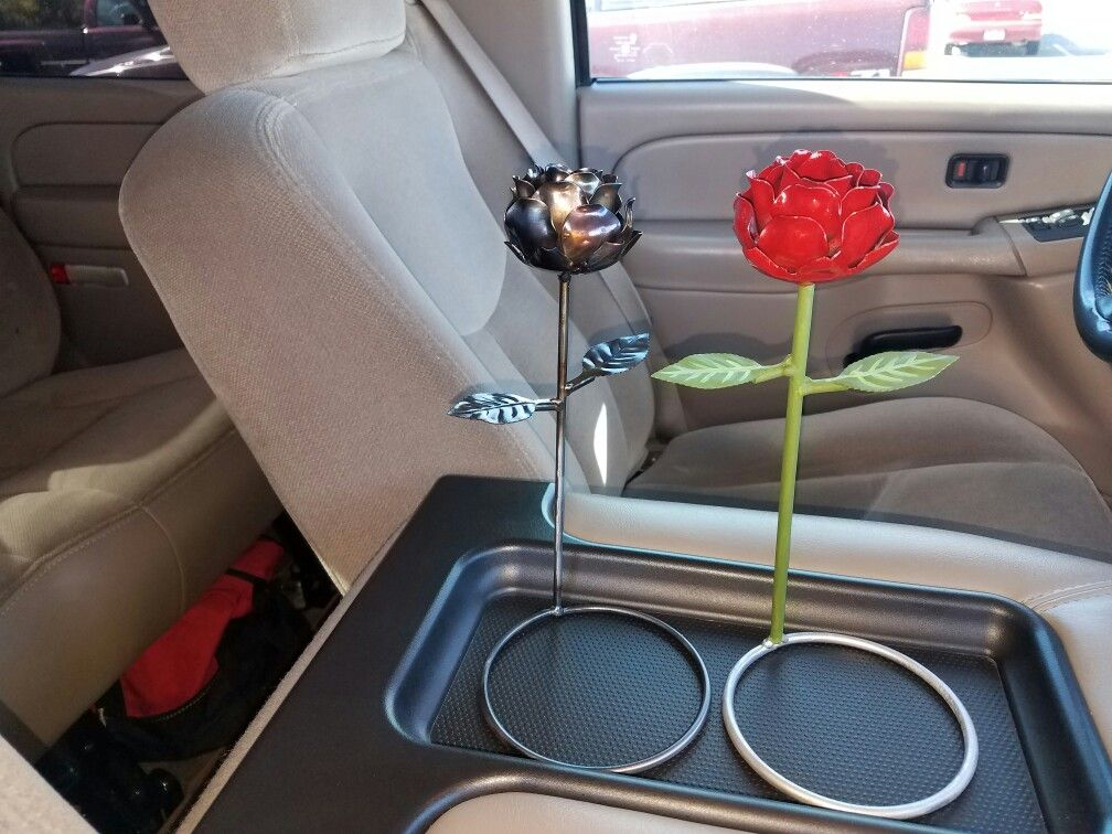 Metal roses. Welded together.   Welding projects, Metal