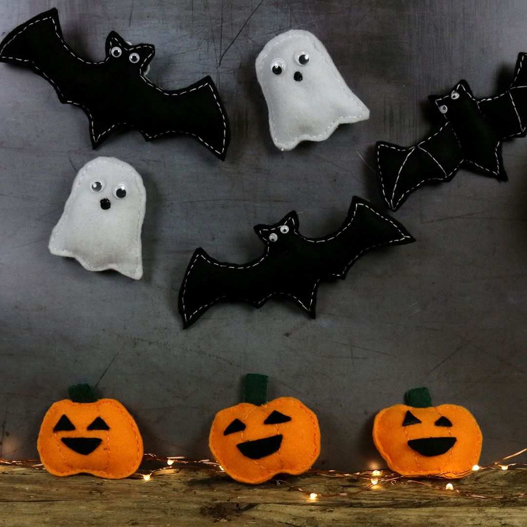 Diy Felt Halloween Decorations With Free Template Halloween Felt Crafts Felt Halloween Ornaments Felt Halloween Decorations