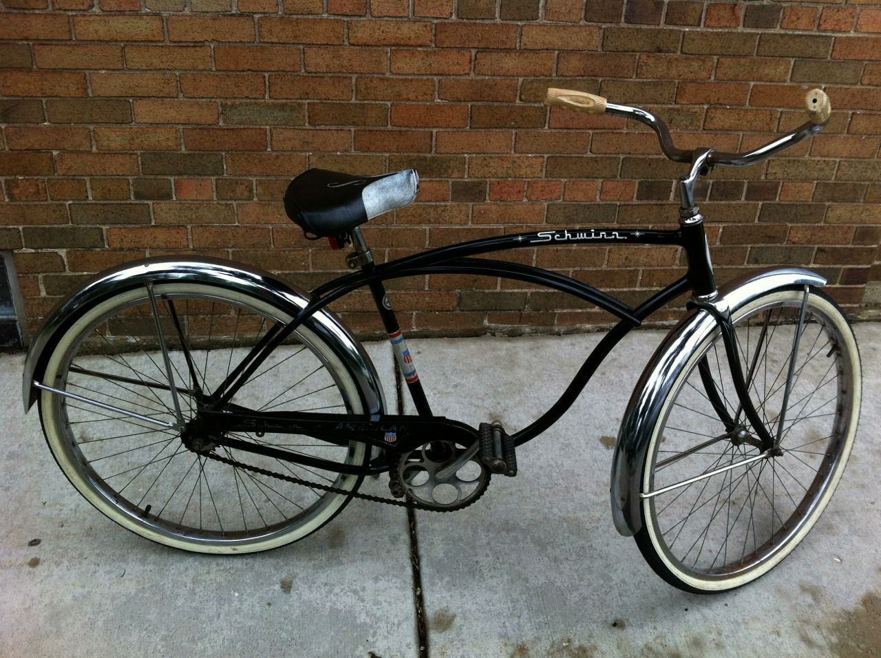 3f4fc231f1b Schwinn American, 1960's, in excellent condition. Chrome fenders, original  saddle, some pain fading and nicks, but looks great for its age.