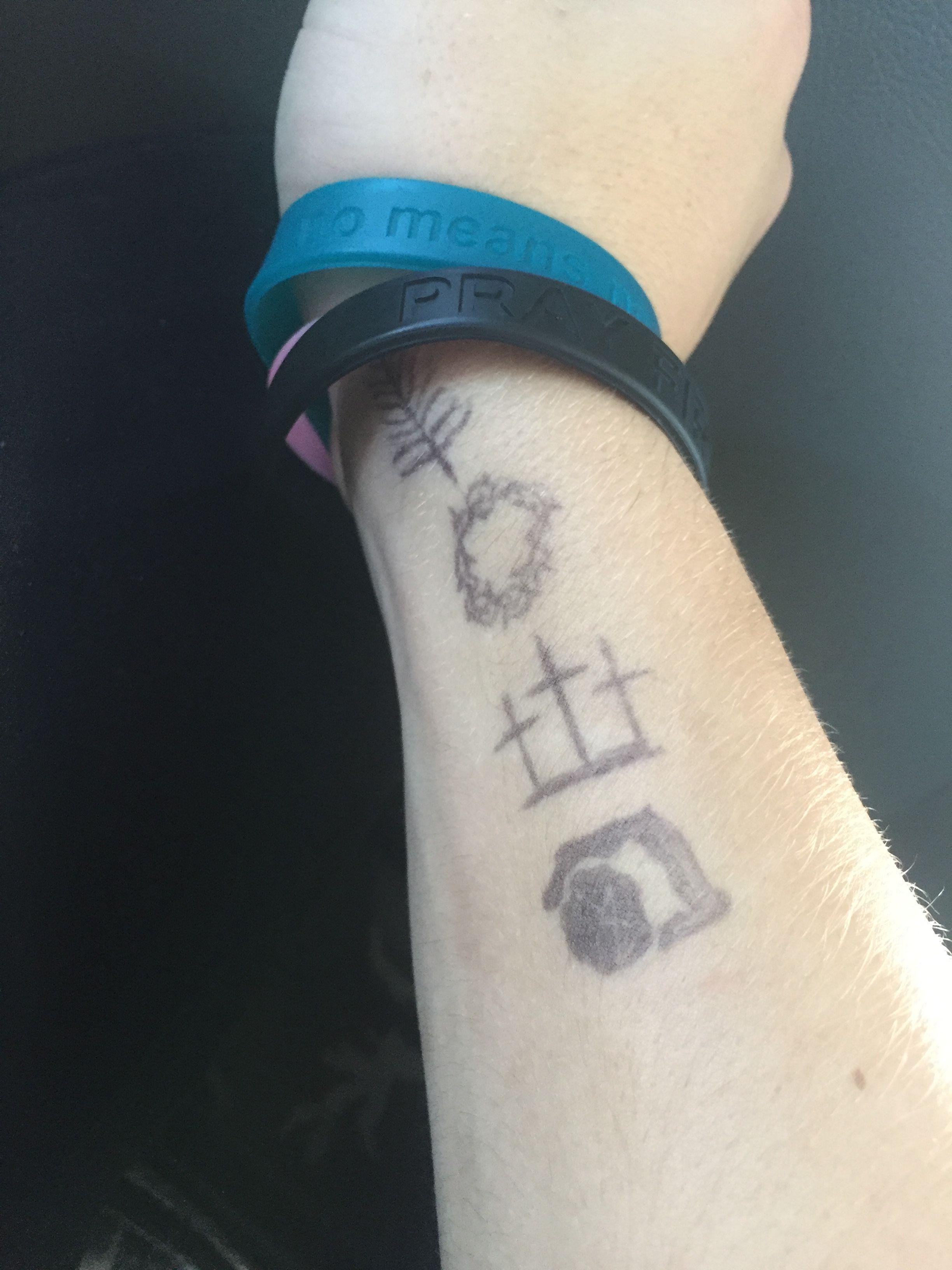 Pin By Emilee Pa On Tattoo Thorn Tattoo Tattoos Tattoo
