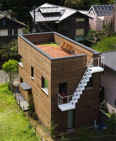 la maison passive kamakura a un style minimaliste compact dans la forme avec un escalier. Black Bedroom Furniture Sets. Home Design Ideas