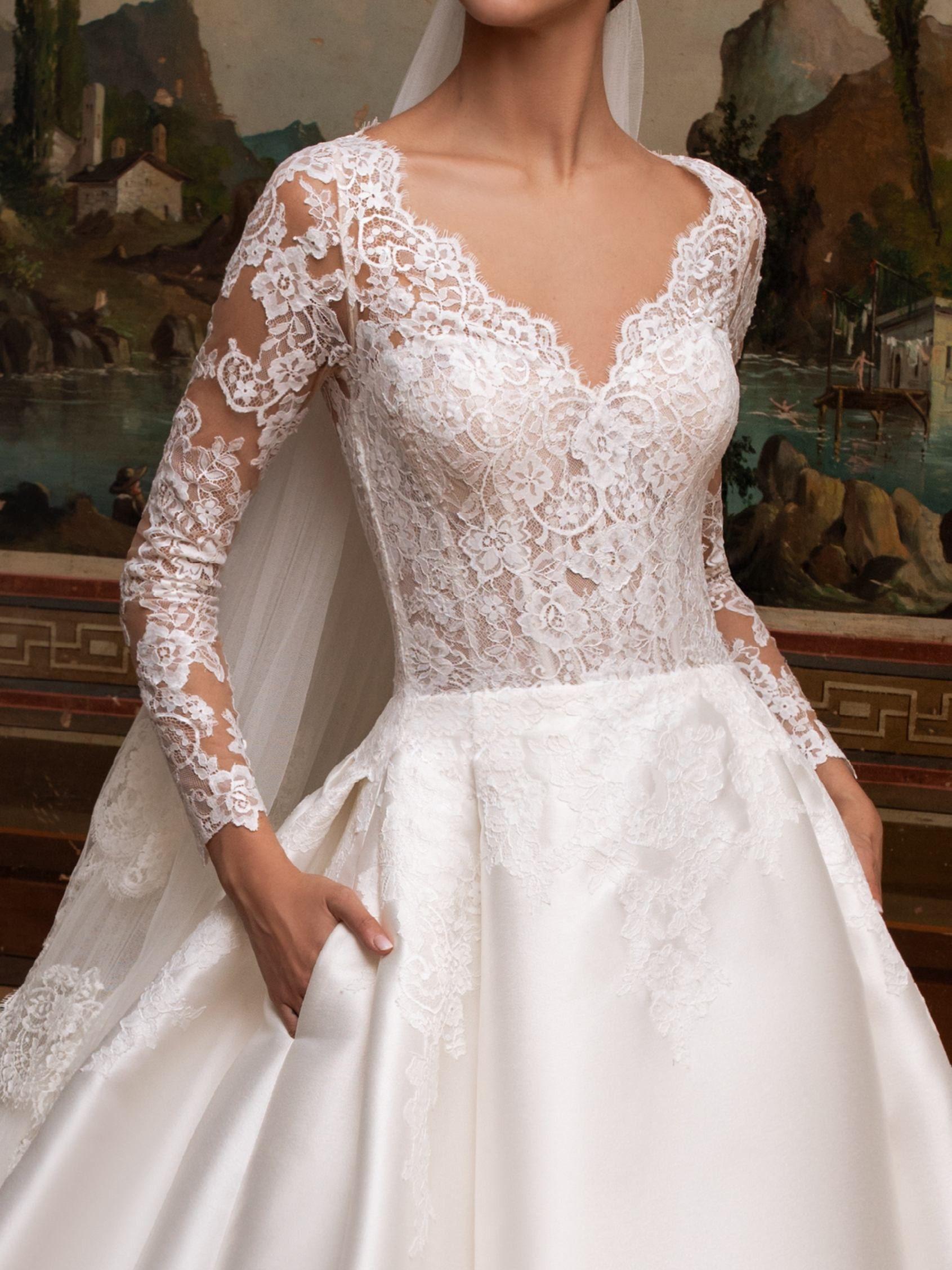 Robe De Mariee Coupe Princesse A Decollete En V Et Manches Longues Pronovias Stunning Wedding Dresses 2nd Wedding Dresses Elegant Bridal Gown [ jpg ]