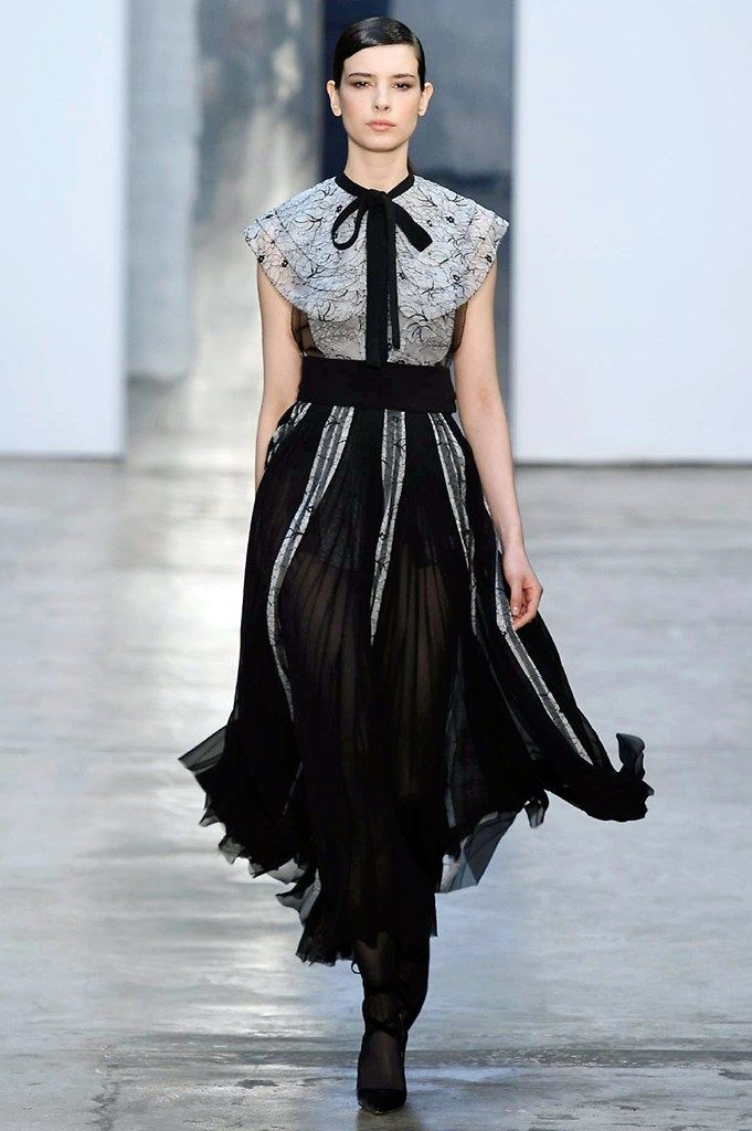 Carolina Herrera - Nueva York - 2017-2018 - Otoño-invierno - Harper's Bazaar