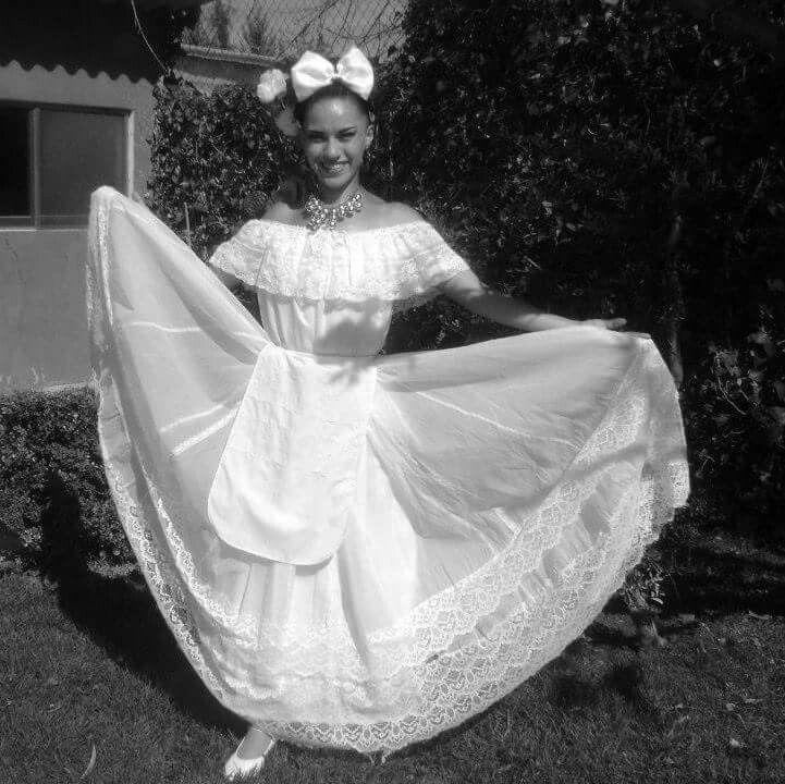 La Marianita en danza regional
