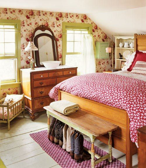 Country decorating ideas designs cottage bedroom for Cottage master bedroom ideas