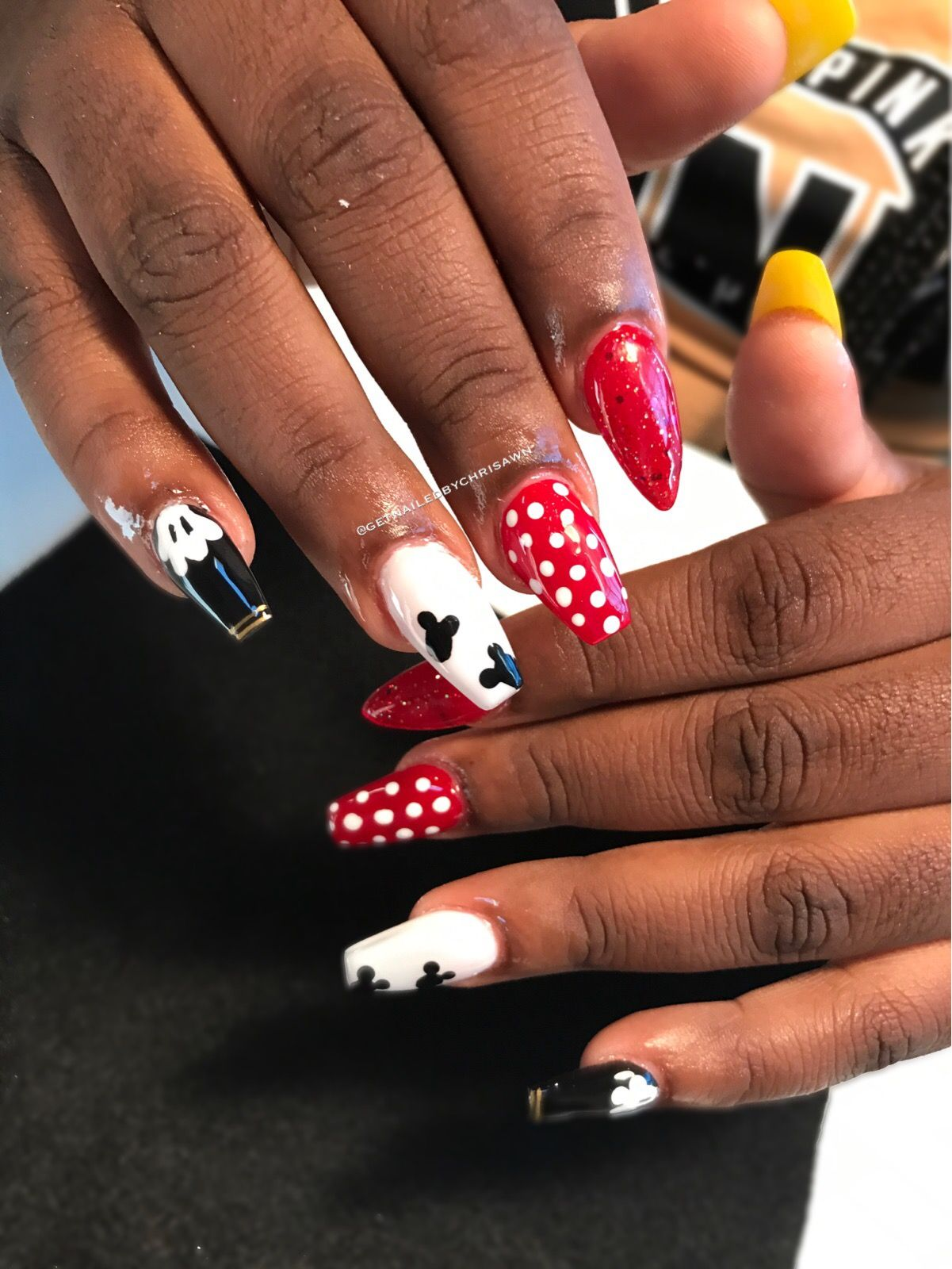 Mickey Mouse And Minnie Mouse Nail Art Nail Design Ideas Cool Nail