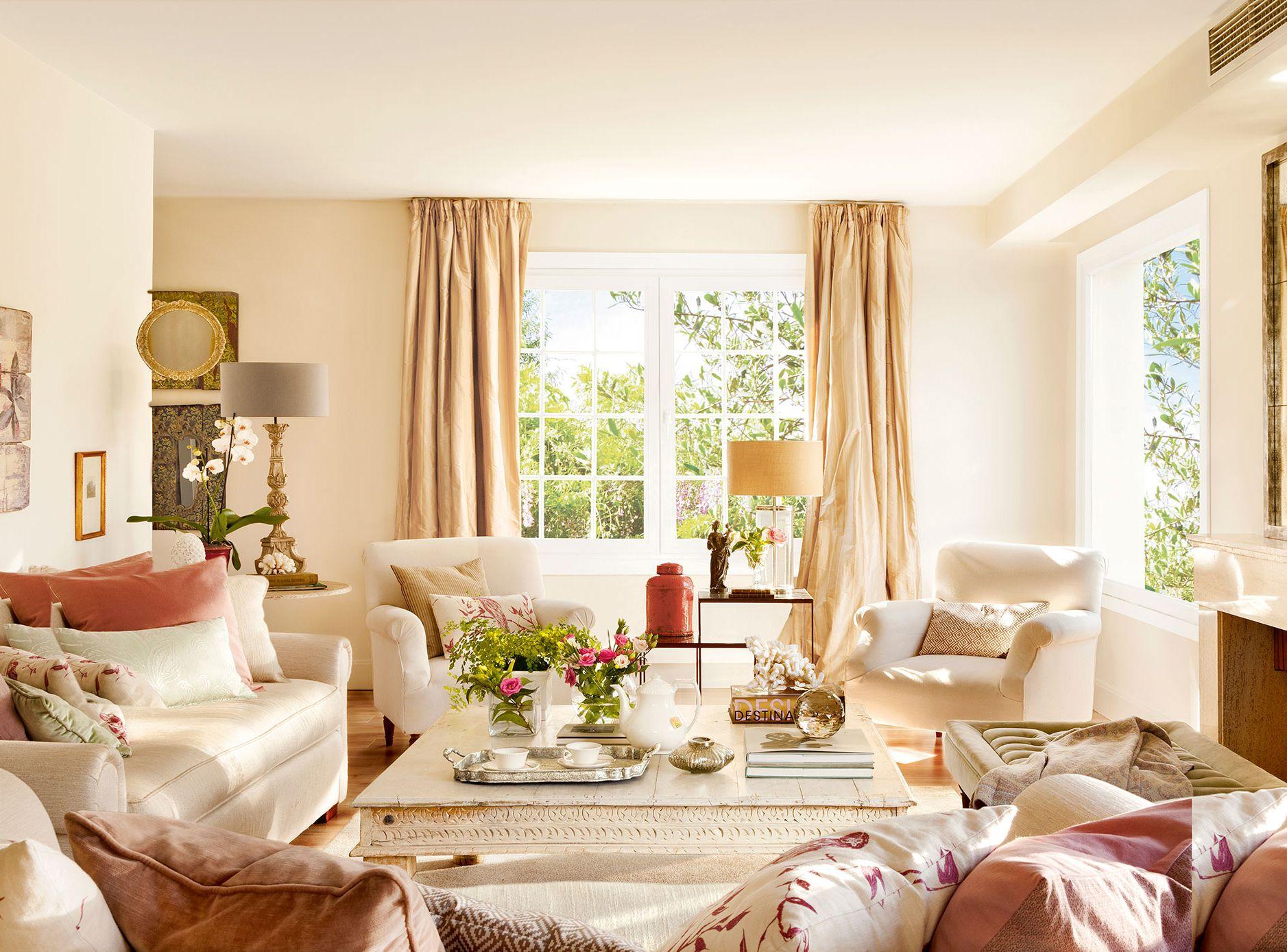 Salón con dos sofás en \