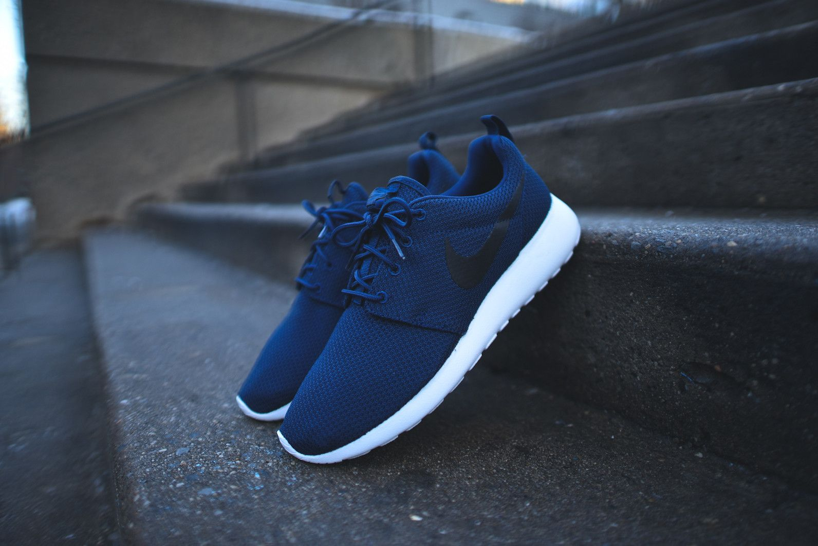 2ab87e025871 NIKE Roshe Run - Midnight Navy   White   Black